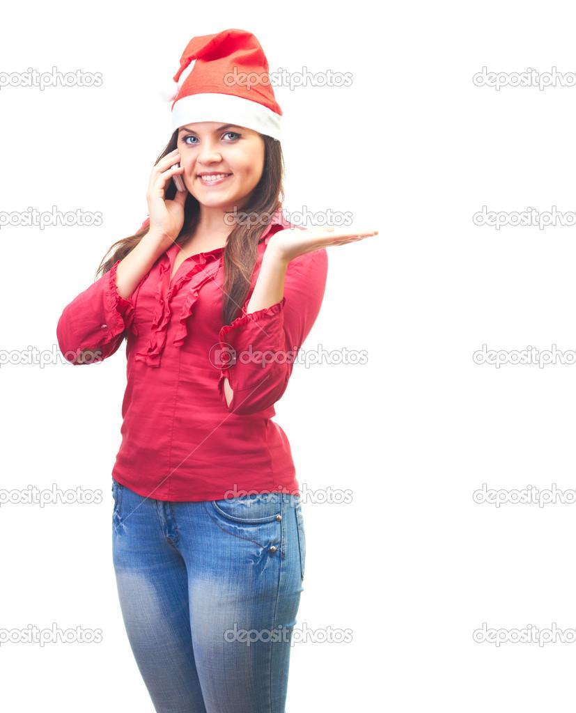 attraktive junge Frau in einem roten Hemd und Weihnachten Hut reden ...