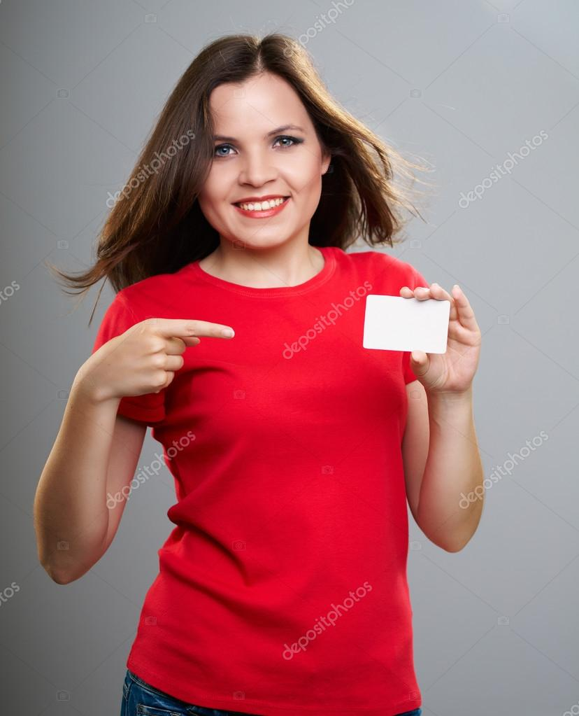 online store f3b34 0e046 Attraente giovane donna in una camicia rossa. donna tiene un ...