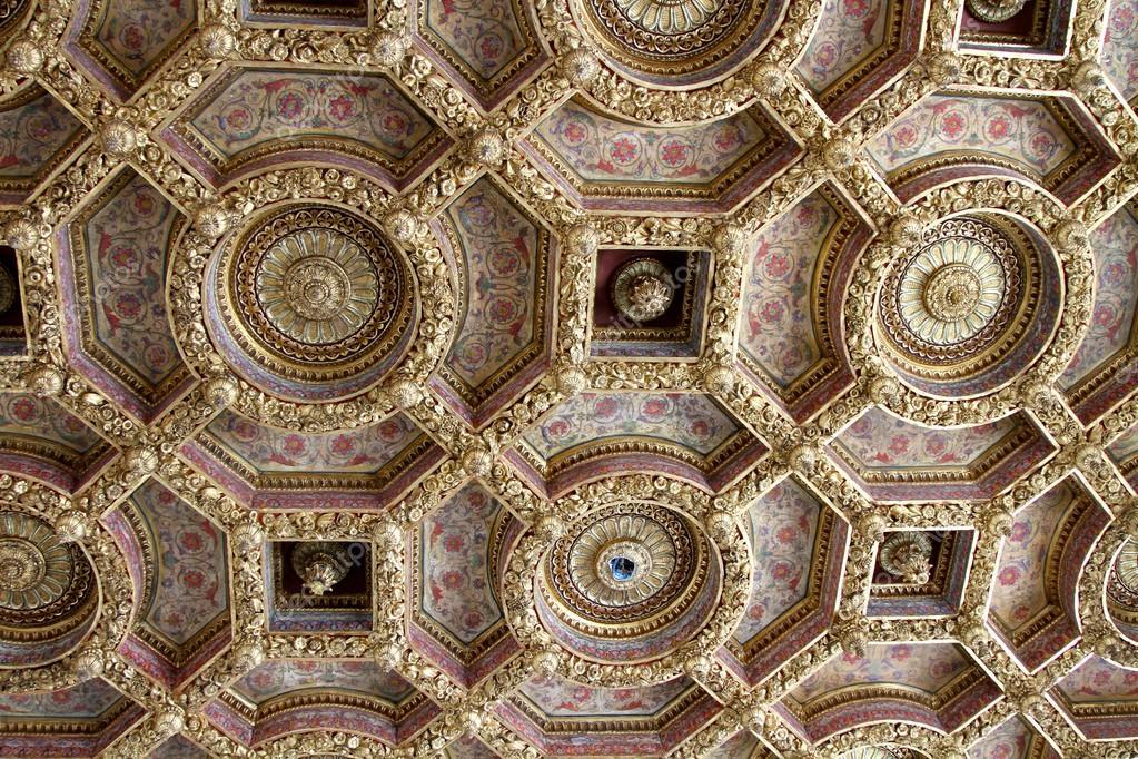 Decorato il soffitto a cassettoni u foto stock lifeinapixel