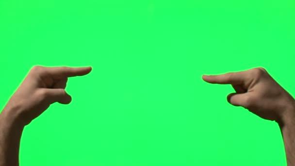 gesta mužských rukou na zelené obrazovce: polohovací, tleskání, palec nahoru, odpočet z pěti