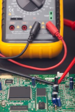 Electronic circuit and polimeter