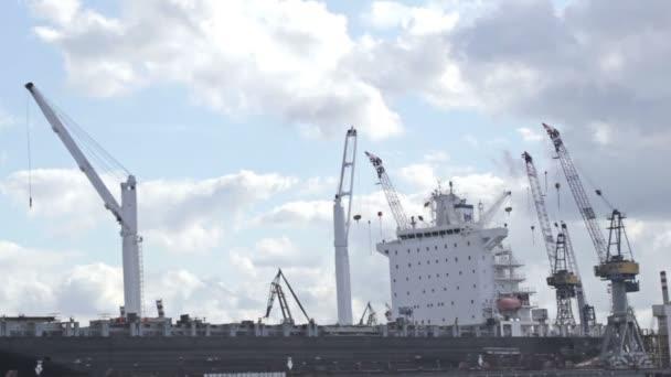 teherhajó
