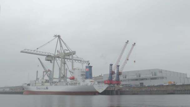 uvolnění nákladní loď
