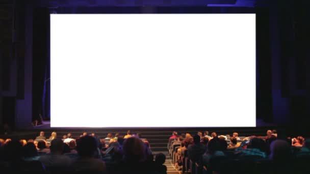 a nézők a moziban ház