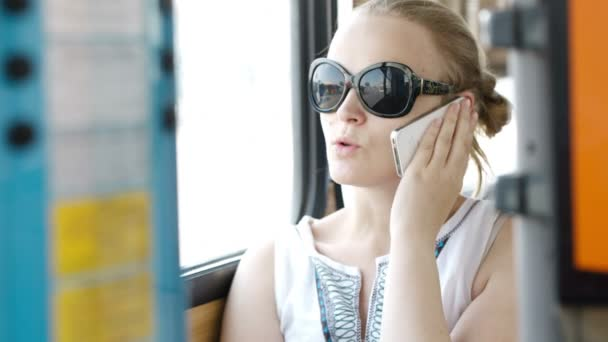 Young woman wearing sunglasses talking on her smartphone