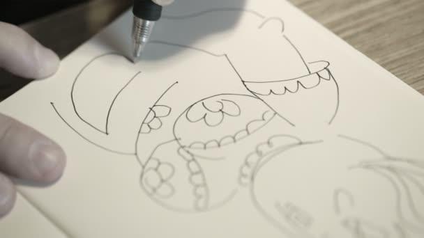 detail ruční kreslení karikatury žena s černým perem