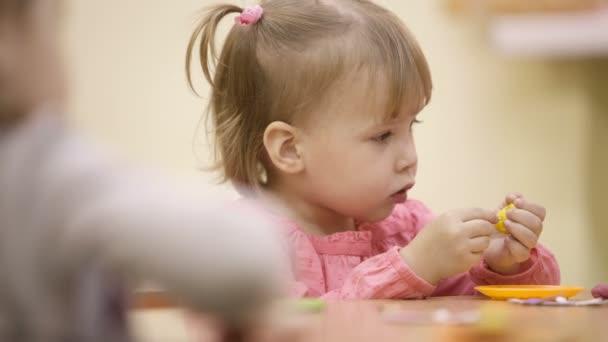 holčička ve školce