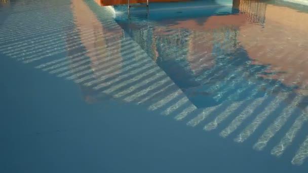 malý Bungalov s bazénem