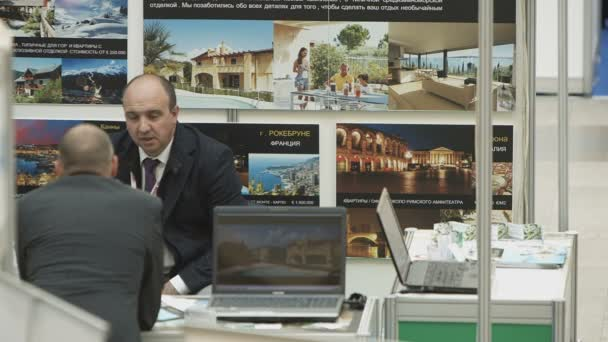 Agent a diskuse o záležitost majetku klienta