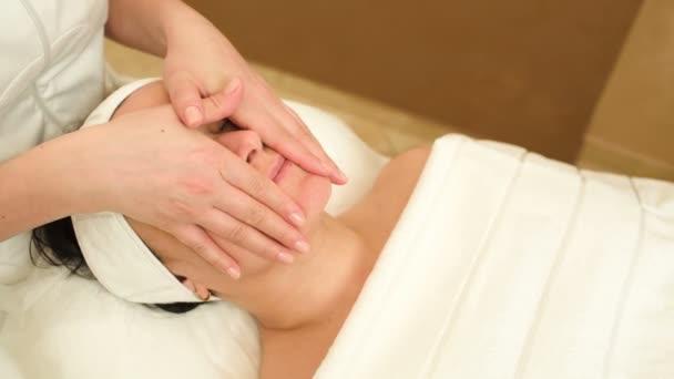 ošetření obličeje s profesionální masáže