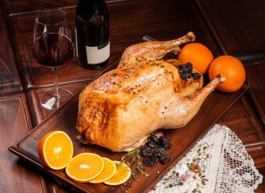 Grilled chicken stuffed with prunes and orange