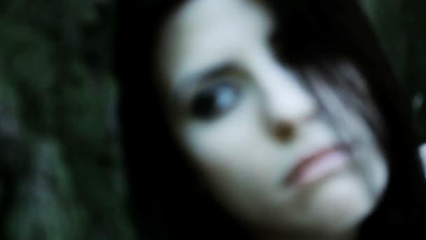 žena pomalu umírá sám