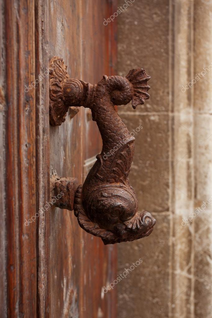Poignée De Porte Ancienne Sous La Forme D'Un Poisson — Photographie
