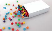 Gummibälle in einer weißen Schachtel _ 02