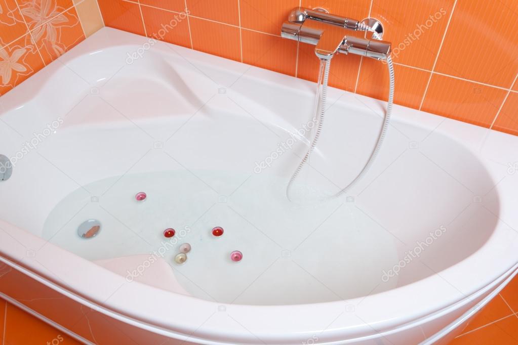 Vasca Da Bagno Bloccata : Vasca da bagno con le candele u foto stock alexhg