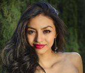 Fotografie schöne exotische Frau mit wunderschönen langen Haaren