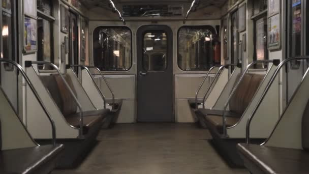 Metro, prázdný kočár vlaku