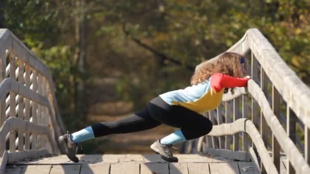 Kavkazská holka dělá push up