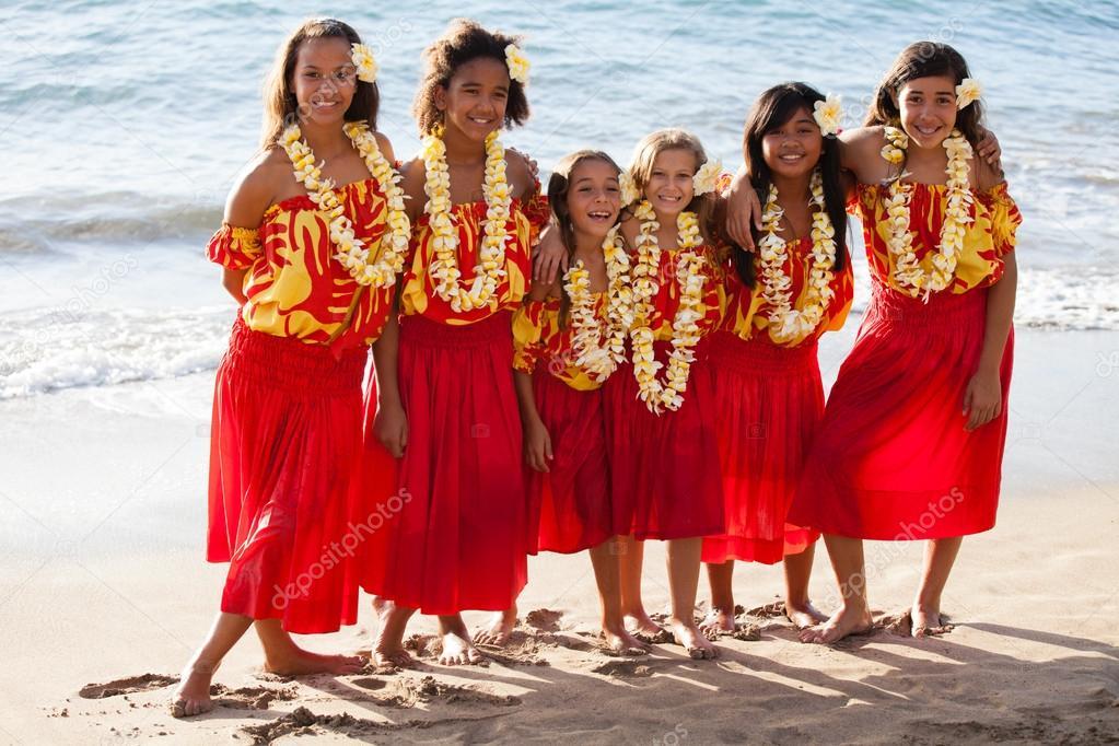 Polynesian Hula girls in Friendship at the ocean
