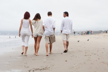 Family wlking away on the Beach