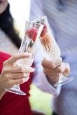 Valentinstag Champagner Toast mit Erdbeeren für zwei