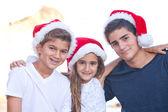 Fényképek Karácsonyi családi portré malibui strandon