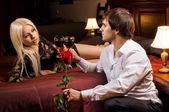romantikus időpont szállodai szobában