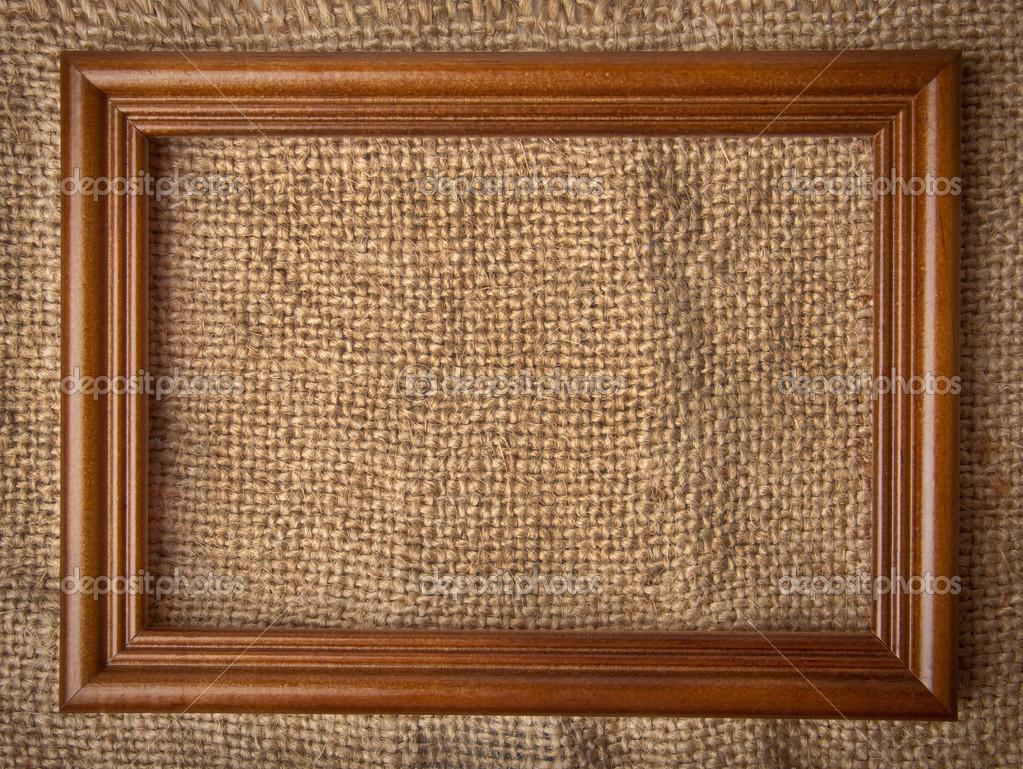 marco de madera en el fondo de arpillera — Foto de stock © timolina ...