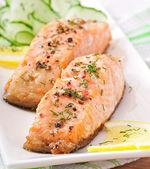 Fotografie rybí pokrm - grilovaný losos se zeleninou