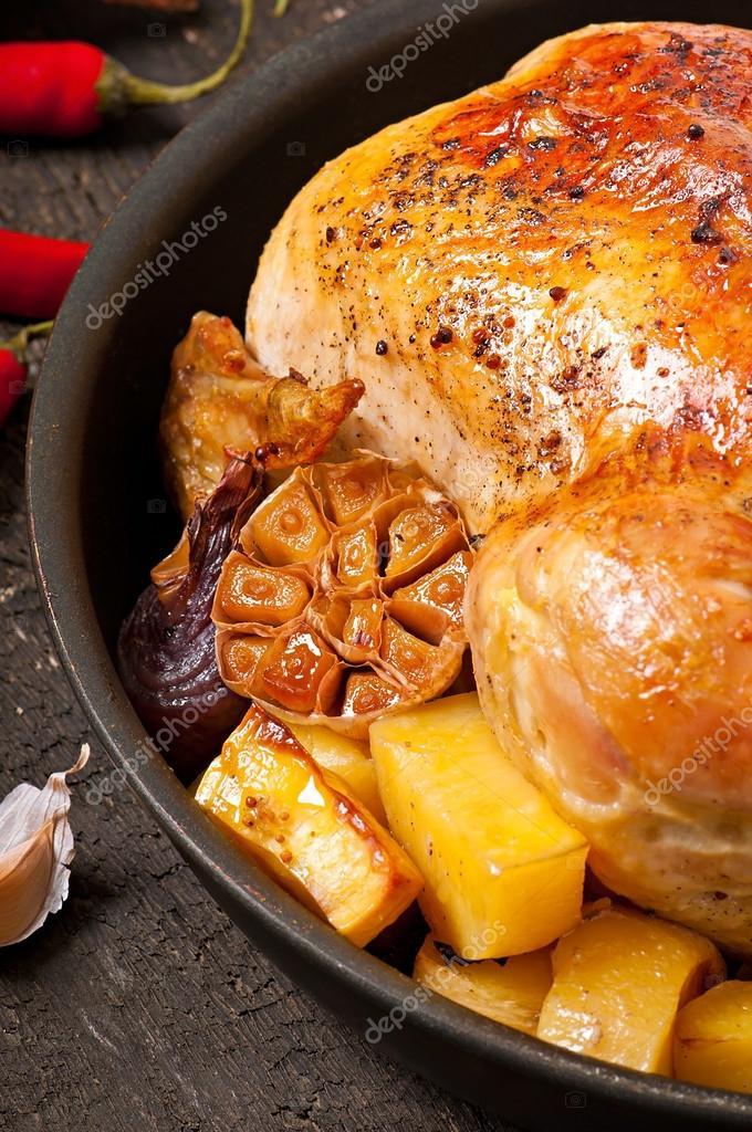 Жареная курица с луком и картошкой