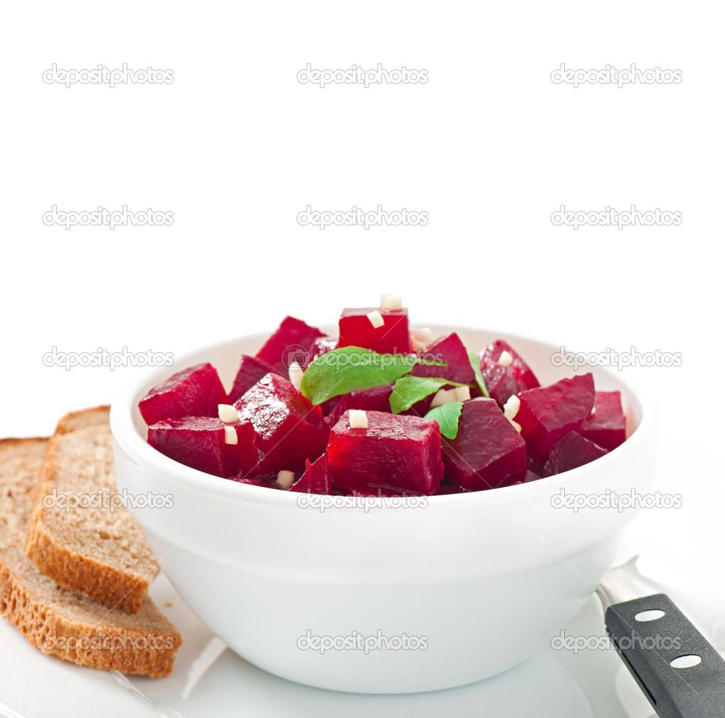 Rote Bete Salat Mit Knoblauch In Einer Schüssel Weiß Stockfoto