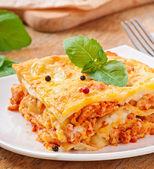 Fotografia classica lasagna con ragù alla bolognese