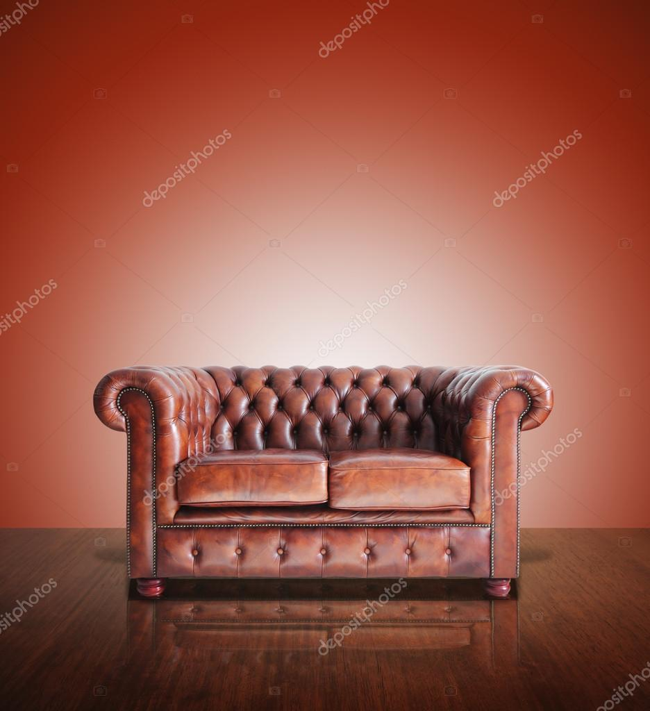 canap classique en cuir marron et fond vieux photographie pongsuwan 19290437. Black Bedroom Furniture Sets. Home Design Ideas