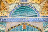 vedle sebe orientální jame mešita