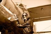 Fotografia Ritratto di pilota femminile con elica aereo