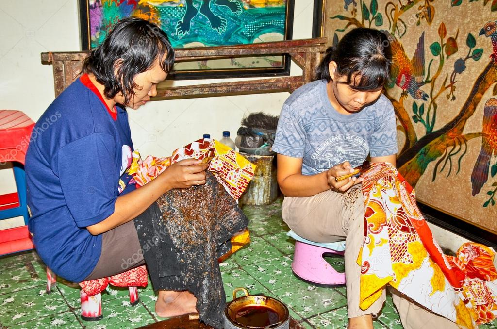 Batik Javanese pronunciation is a cloth that is traditionally m