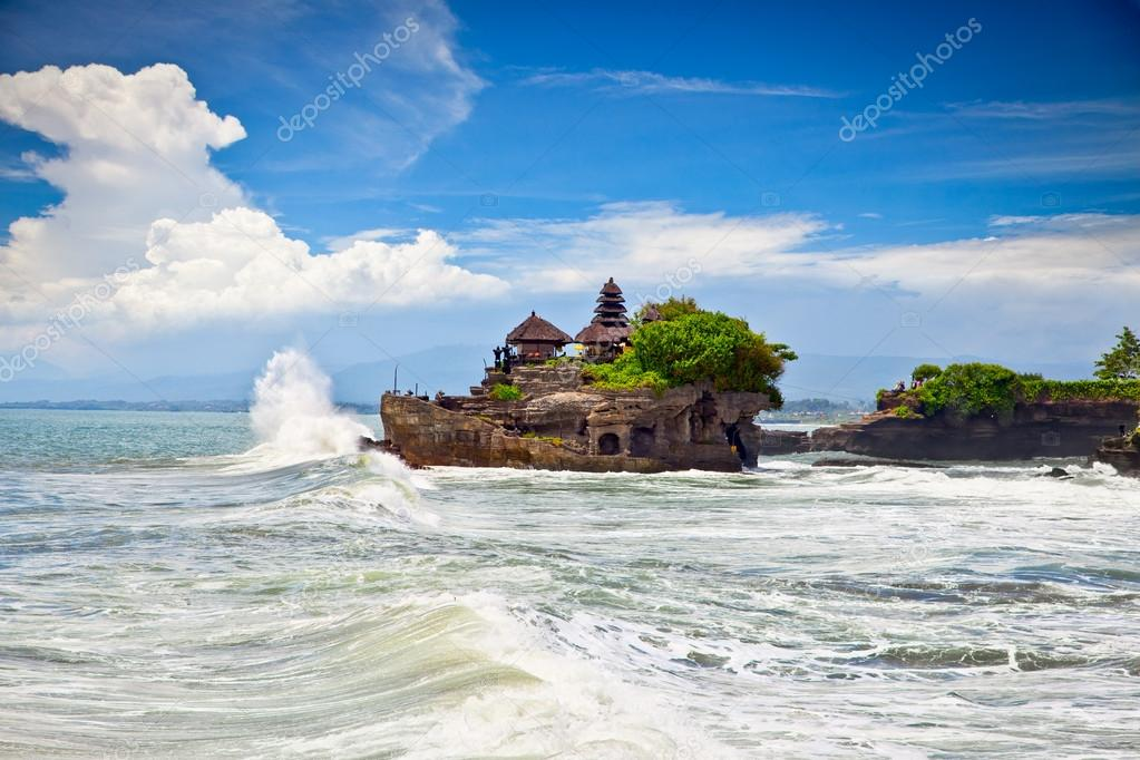 The Tanah Lot Temple, the most important hindu temple of Bali