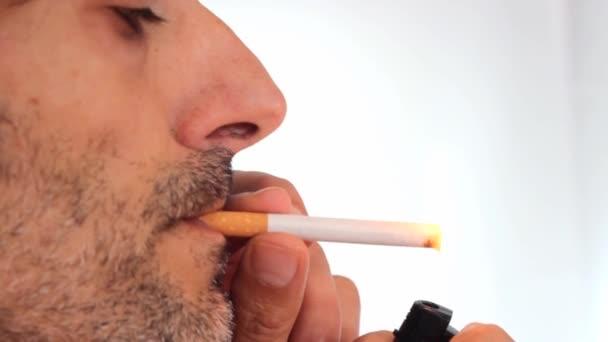 closeup kouření cigaret