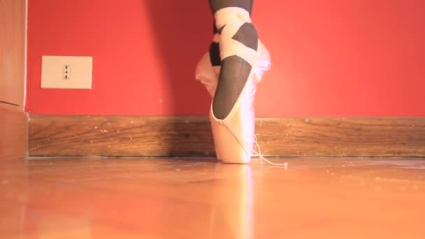 baletní tanečníci nohy
