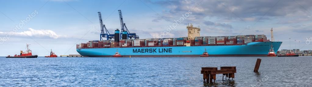 El barco de contenedores m s grande del mundo en el puerto de gdansk polonia foto editorial - Contenedores de barco ...