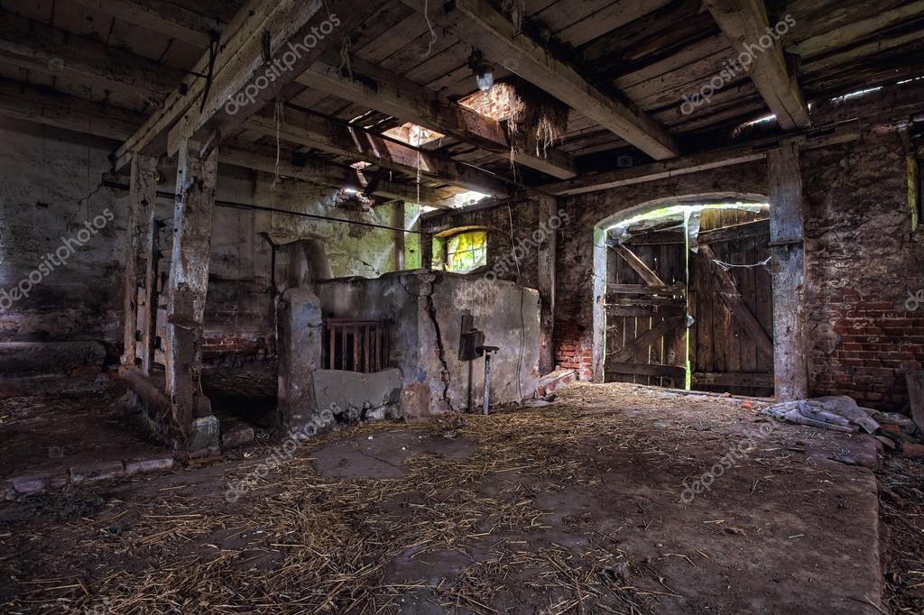 int rieur d 39 une grange vieille en d composition photographie scorpionpl 32019949. Black Bedroom Furniture Sets. Home Design Ideas