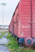 Güterwagen auf einem Bahngleis