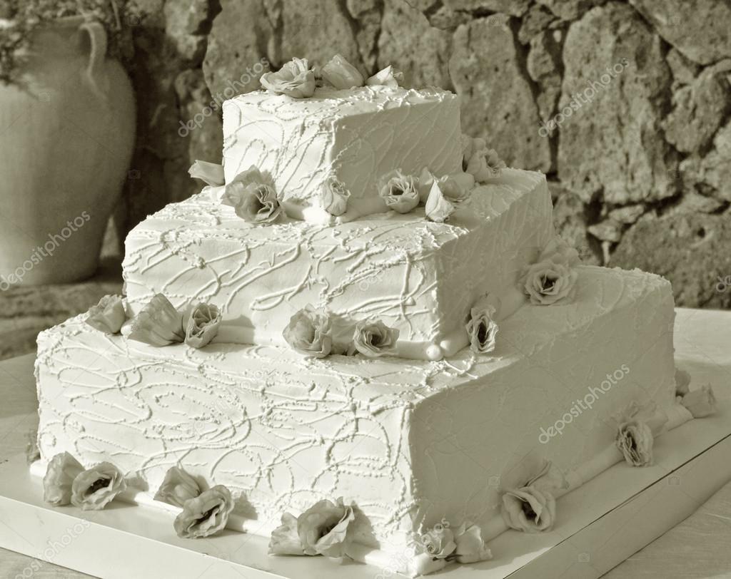 Hochzeitstorte Mit Rosen Stockfoto C Letyg84 12593323