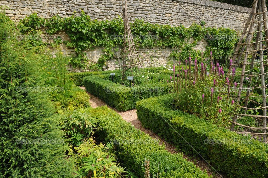 France, French formal garden in the Domaine de Villarceaux — Stock ...
