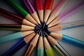 nabroušené barevné tužky