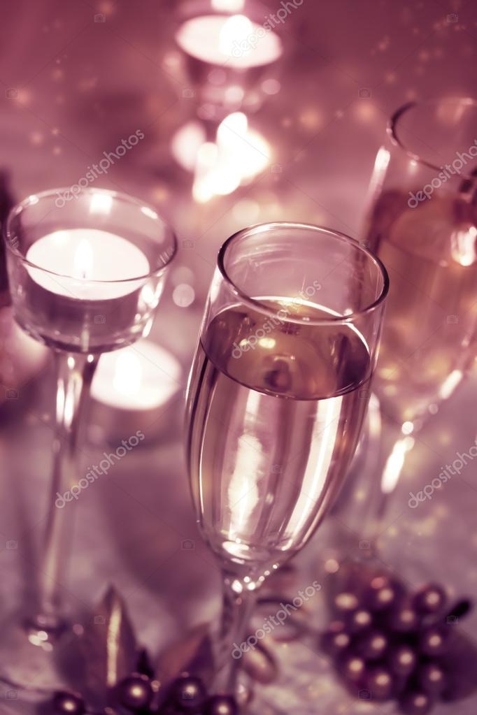 139db5bec9a384 Sparkling Champagne Glasses (celebration) — Stockfoto © Melpomene ...
