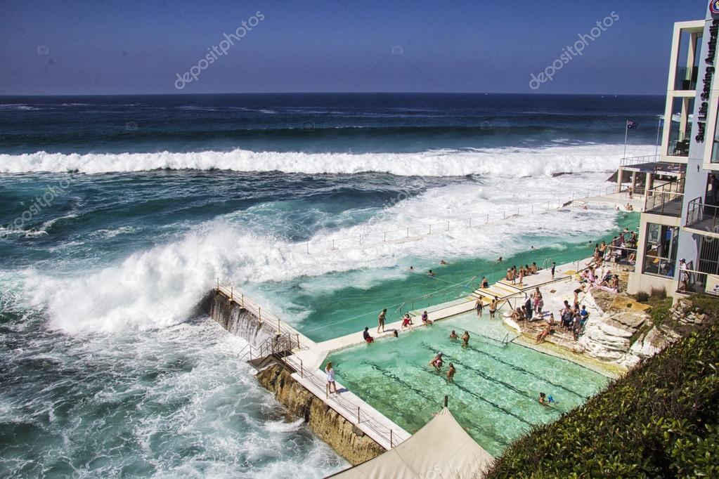 bagni spiaggia di Bondi, australia - mar 16: relax in legame — Foto ...