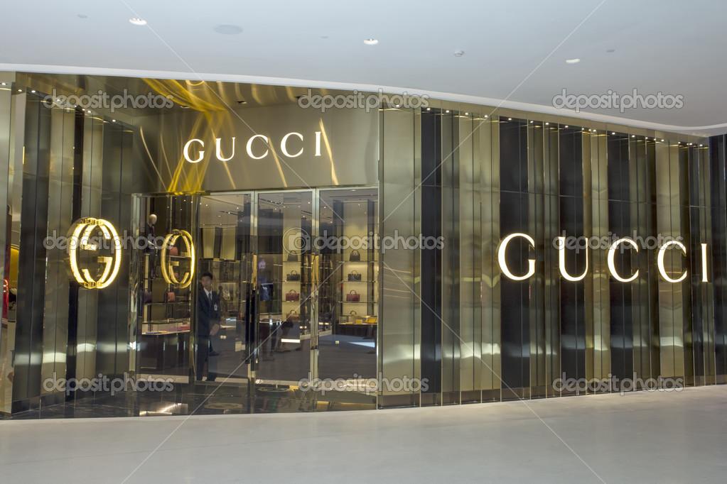 97b77742d1307 loja Gucci — Fotografia de Stock Editorial © khellon  50274055