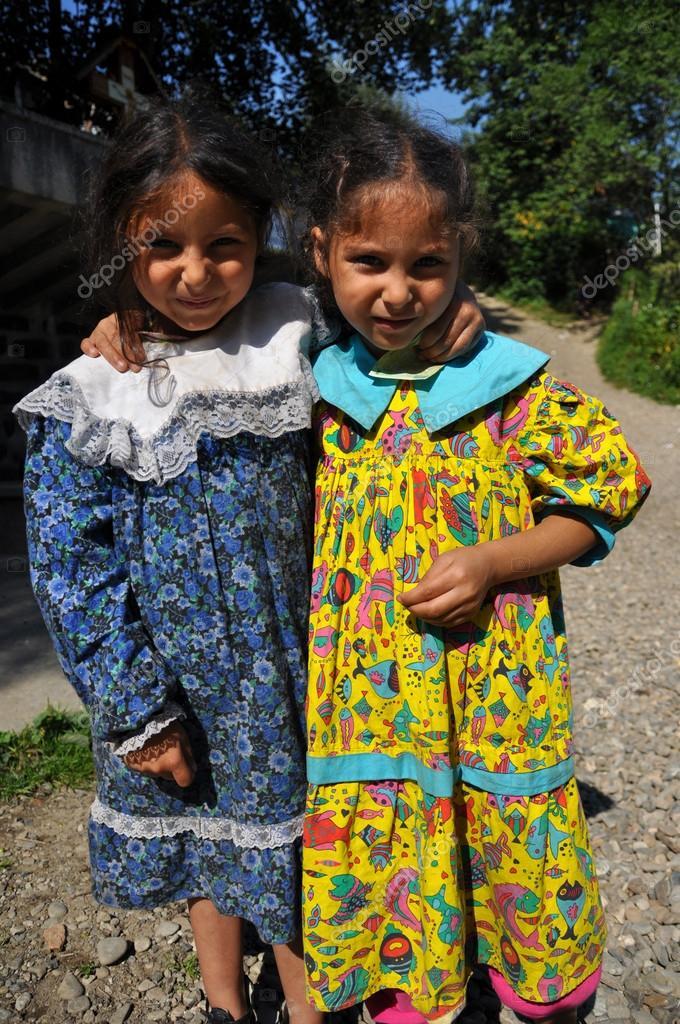 Gypsy, romani girl begging – Stock Editorial Photo © salajean #28038975