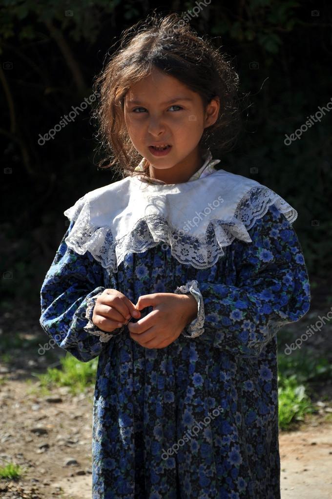 Gypsy, romani girl begging – Stock Editorial Photo
